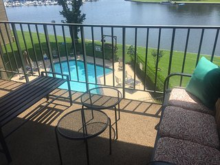 BEAUTIFUL 2BR/2BA WATERFRONT!!!, Montgomery