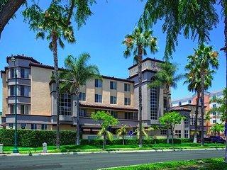 Peacock Suites, Anaheim