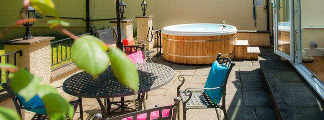 Acorns terrace with private hot tub for your use
