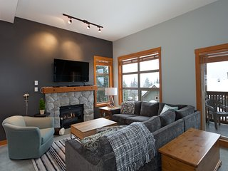 Beautifully Renovated 3 Bed Mountain Star & Views, Whistler