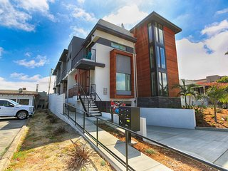Brand new! Modern Luxury Bay/City View Townhome, San Diego