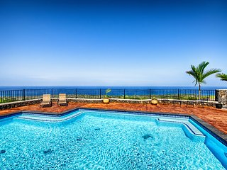 Luxury home with stunning ocean view private Pool, Kailua-Kona