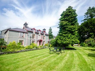 BODUNIG detached, family-friendly, en-suites, garden, WiFi, in Llanrwst Ref 933513
