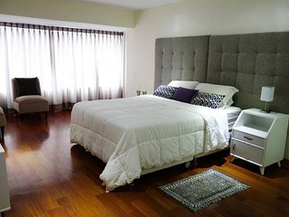 New Large 2Bdrm Heart of Miraflores, Lima