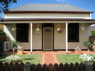 Bloomsbury Cottage- Short stay accommodation, Bairnsdale