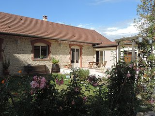 """Gite classé 4 étoiles """"Villa Roland en Bourgogne"""""""