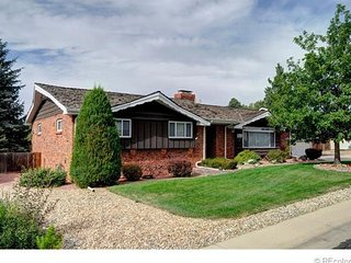 Dover House - Enjoy covered porch, beautiful yard, Arvada