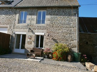 COTTAGE 2 BED NEAR LE MONT ST MICHEL (15 mins) & ST JAMES (8 mins)