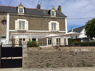 Maison charme, confort, parking, pour 13, Cancale