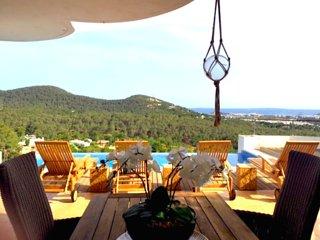 Vila increíble en una zona Luxus con una piscina infinita, Ibiza Town