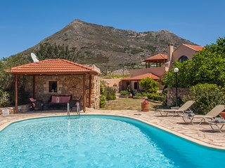 Villa Kambia-traditional stone villa with jacuzzi, Plaka