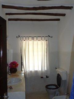 One of the 4 en suite bathrooms