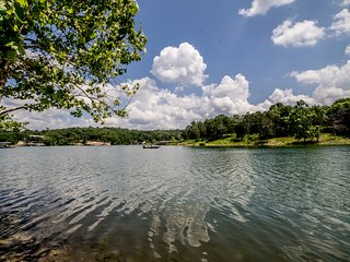 Lakefront home directly on Table Rock Lake