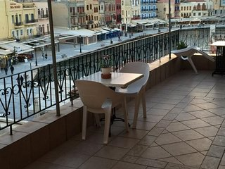 Suite with sea view in the heart of Chania Town