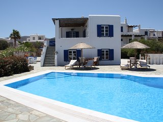 Two Bedroom Apartment by the Sea, Parasporos