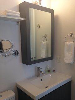 Pleanty white towels