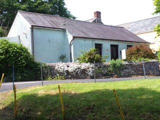 Rural cottage close to a beach, Llanybri
