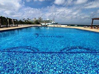 Stunning Ocean View 2 King Bedrooms Deluxe Condo