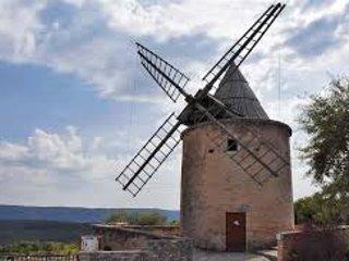 Le moulin en haut du village