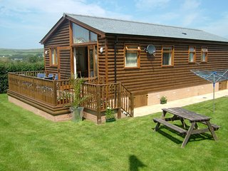3 bedroom Holiday Lodge just minutes to the beach!