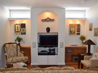 House Features WIFI, 3 LED TVs, 220+ Cable Channels, DVR Service, and DVDs
