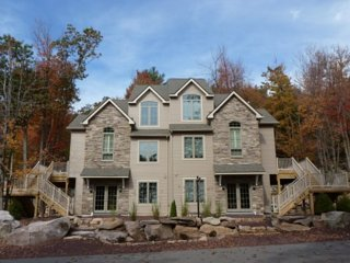 #31 Five Bedroom, Beautifully Decorated Sleeps 20, Lake Harmony
