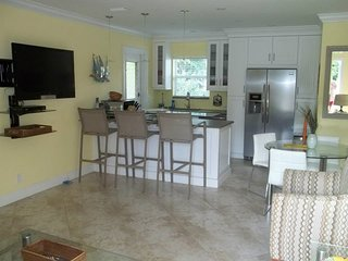 Luxury Unit 1 Block to Ocean 2/2 Delray Free WiFi, Delray Beach