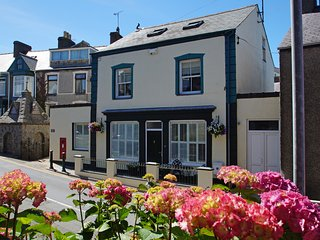 Canton Bach: Beach, Coastal Path & Restaurants, Nefyn