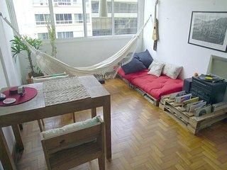 1 BR apartment in Leblon 300 m from the beach, Rio de Janeiro