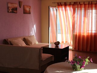 Grape shade apartment, Ulcinj