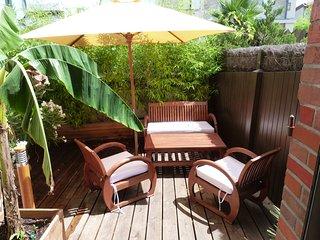 le salon de jardin privatif pour petits déjeuners romantiques ou apéros sympas ...