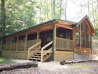 Charming creek front cabin with a private hot tub!