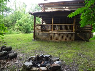 Private and Authentic log cabin with a hot tub!, Hot Springs