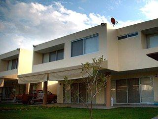 casa de descanso, cerca del aeropuerto Internacional de Gdl Twinhomes