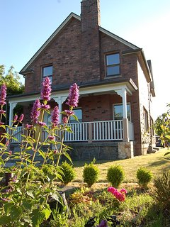 115 y/o home on Green Lake Park,12mins to Downtown, Perfect for Family Vacation