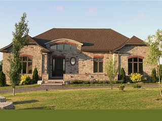 LOYALIST HOUSE Luxury home, Pool Table, Movie Room, Prince Edward County