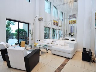 Stay in a 5bed Villa for the price of a 4 bed., Dubai