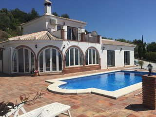 Luxurious villa with pool and stunning views, Cómpeta