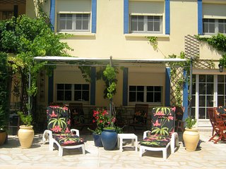 Charming garden apartment with private pool between Avignon, Orange and Uzes., Laudun-l'Ardoise