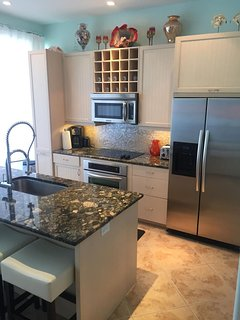 Fully equipped modern kitchen w/ Stainless Steel Appliances & Granite Countertop