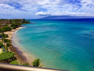 New! Beachfront Penthouse on Sandy Swimmable Beach, Lahaina