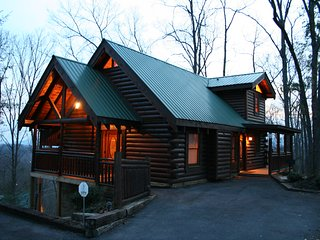 2 Master Suites, Views, Wifi, Great Reviews, Gatlinburg