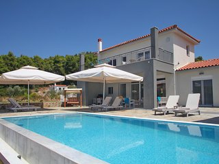 Lux villa Kardous Aelia, the place were your dream comes true, near to Panormos!
