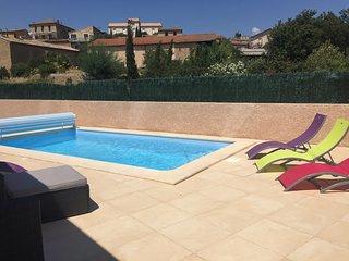 Villa climatisee, avec piscine pour 8 personnes,