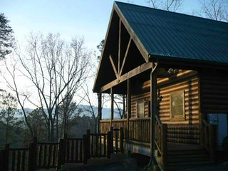 Great Mountain Views! Perfect for Honeymoon, Anniversary or Romantic Getaway!