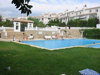 Adosado en casco antiguo zona ajardinada y piscina, Altea