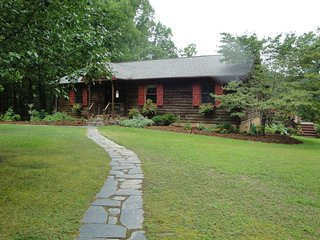 Country Home W/ 2 King Suites, Hot Tub & Pond, Meherrin