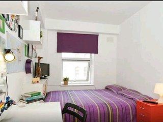 Double bedroom: Temple Bar and Guinness Factory, Dublín