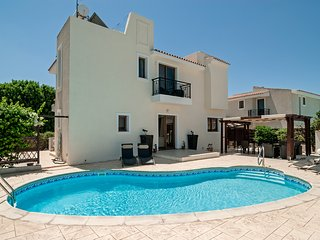 Pythagora Villa - Private pool, WIFI & English TV