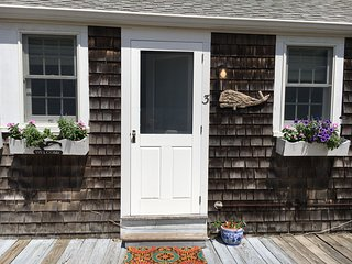 Sweet East End Cottage One Block from Beach